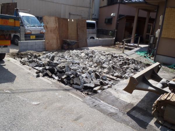 駐車場の土間コンクリートのハツリ工事
