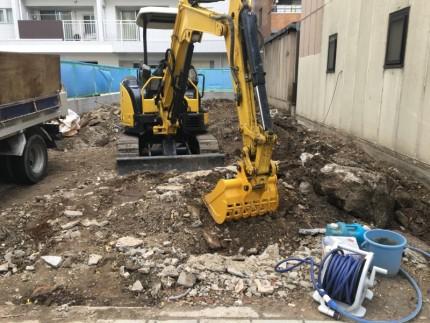 名古屋市西区の解体工事|コンクリート基礎の積込