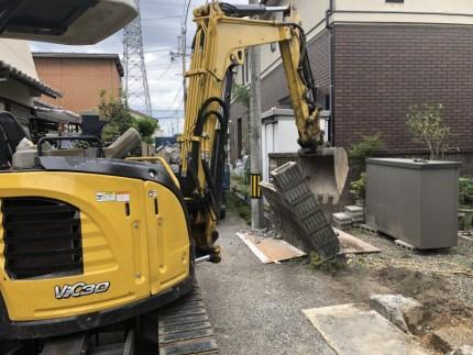 ユンボで門柱撤去|岐阜市のブロック塀撤去工事