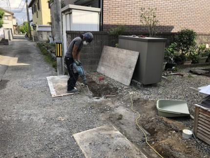 地中の基礎のハツリ|岐阜市のブロック塀撤去工事