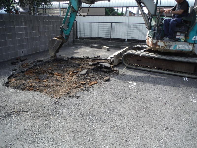 アスファルト舗装の撤去