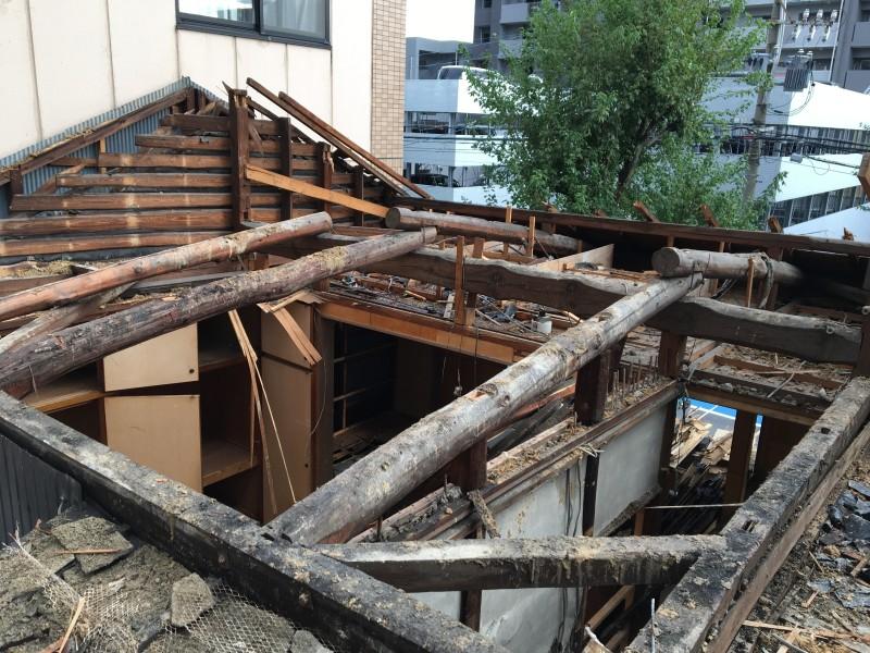 名古屋市西区の手壊し解体|屋根撤去