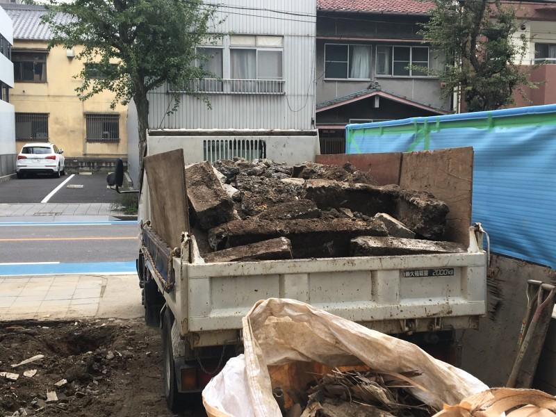 積込完了|コンクリート基礎の撤去