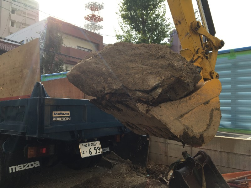 大きな石の撤去