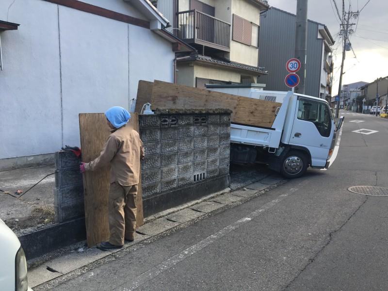 清須市ブロック塀の撤去|解体中
