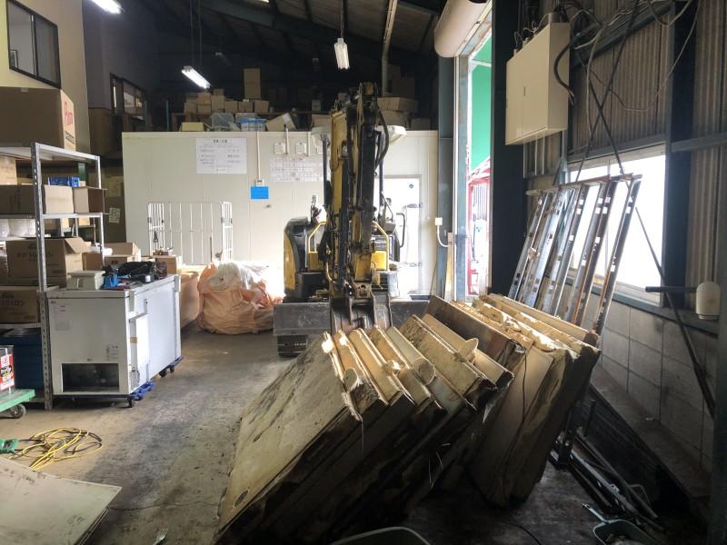 重機解体 業務用冷蔵庫の解体