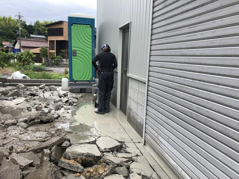 亀裂が入らないようカッター入れ 土岐市の駐車場コンクリートはつり工事