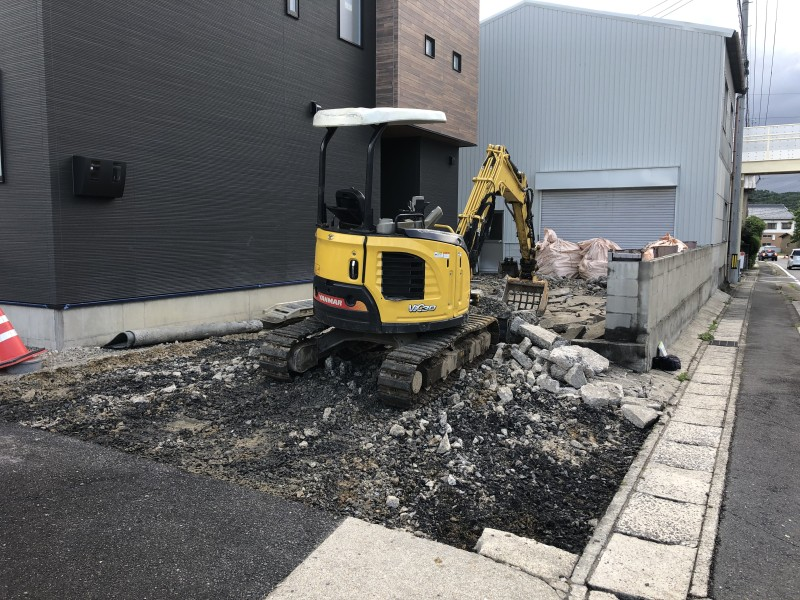 コンクリートがれきの積み込み 土岐市の駐車場コンクリートはつり工事