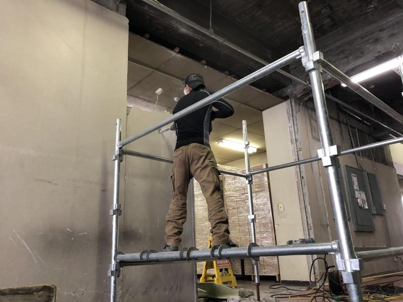 いよいよハツリ工事開始です|名古屋市中村区のブロック壁の解体