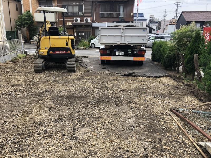 解体中 名古屋市東区のアスファルト舗装撤去