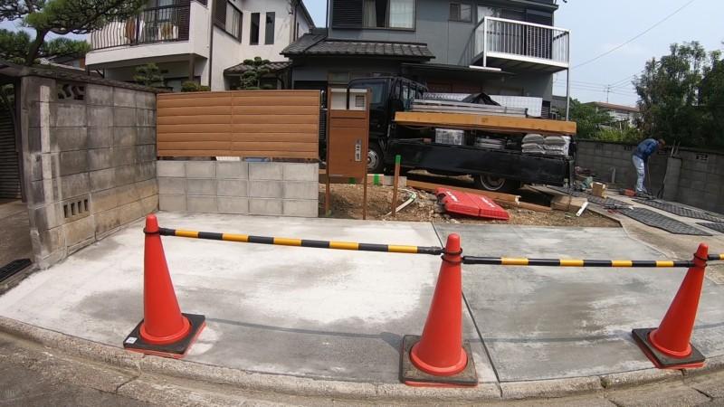駐車場リフォーム:庭を駐車場に広げて門とポストを設置する